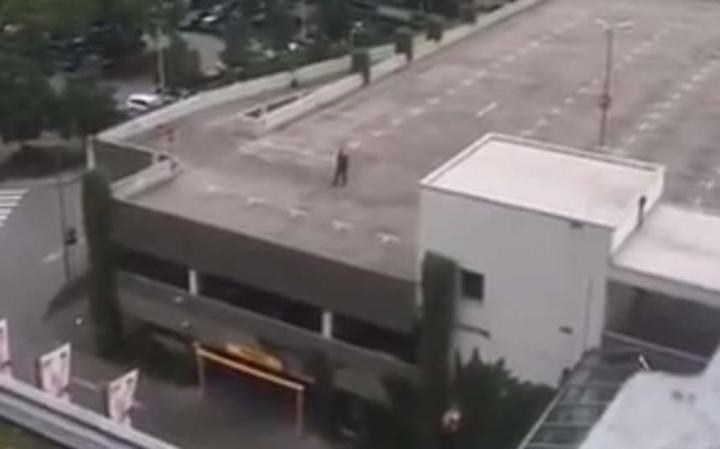 ali gunman-roof-ali